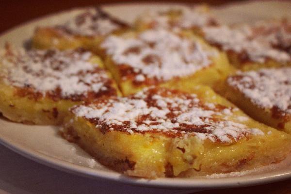 Лимонные брусочки. Этот восхитительный американский десерт не имеет точного аналогичного названия на русском языке. Несмотря на лимонный вкус, десерт очень сладкий, хочется пробовать его снова и снова.