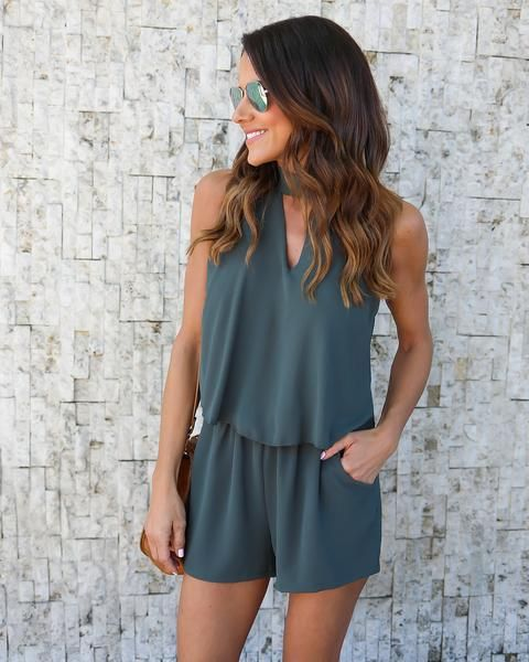 Hit Sunset Blvd. in our LA Nights Keyhole Romper! A crepe like romper with an on-trend keyhole neckline, halter tie neckline and cute shelf top. Pockets and a sleeveless silhouette keeps you comfortab