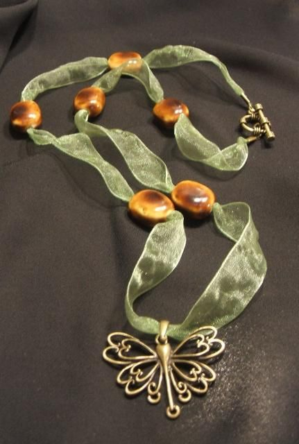 This one is doen with beads but could also be done with buttons instead of beads - dragonfly-ribbon-necklace.jpg (431×640)