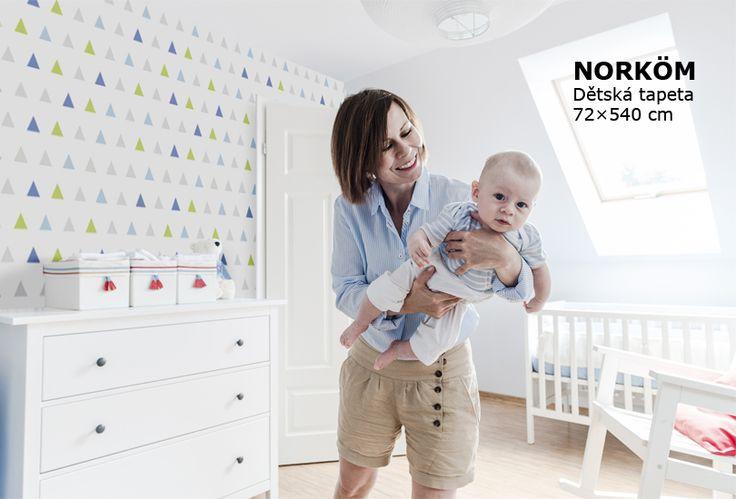 tapeta do dětského pokoje, trojúhelníky, na světlém podkladu, nábytek IKEA, pokoj pro mimino