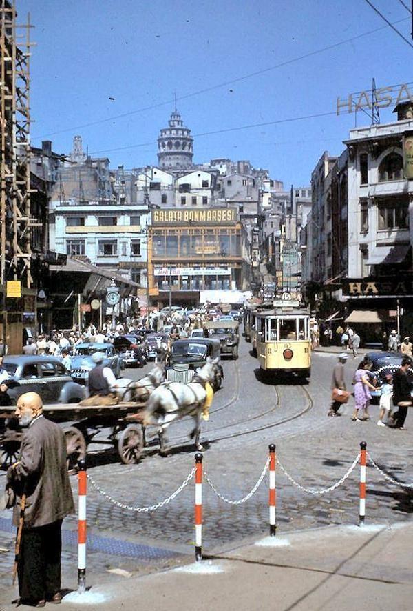 Galata Bonmarsesi, at arabasi, sarı tramvay #Karakoy #istanbul #istanlook (50ler):