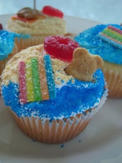 Beach Party Cupcakes -- @Sarah Chintomby Chintomby Chintomby Tudor  look familiar?? would use elf'n grahams with chocolate chips instead of just teddy grahams probably