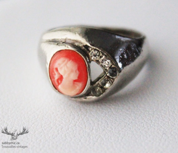 Bague vintage Camée Vintage  Cameo ring by BoutiqueSabbyChic, $7.00  www.sabbychic.ca