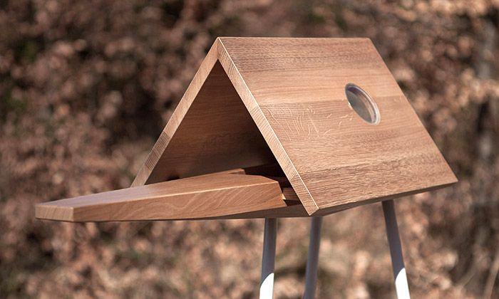 Češi navrhli krmítko pro ptáky se střešním oknem