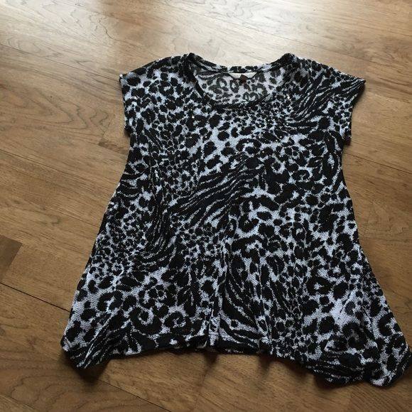 Shop Women's Laura Ashley Black White size MP Tunics at a discounted price at Poshmark. Description: 100% polyester, animal print tunic with accompanying black camisole. Camisole has adjustable straps. Breast area of tunic has small rhinestones and black beads. Worn 3-4 times. EUC. Sold by tooearly4me. Fast delivery, full service customer support.
