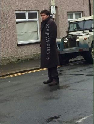 Tom_Burke_filming_Cormoran_Strike_BBC_1_Jk_Rowling_2