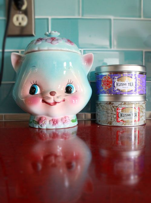 What a cute Vintage cookie jar. Some of these old cookie jars are worth some money, well they used to be until eBay came along and ruined the antique business
