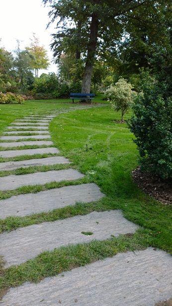 pavage de pierres naturelles engazonnées , Arboretum d'Angers