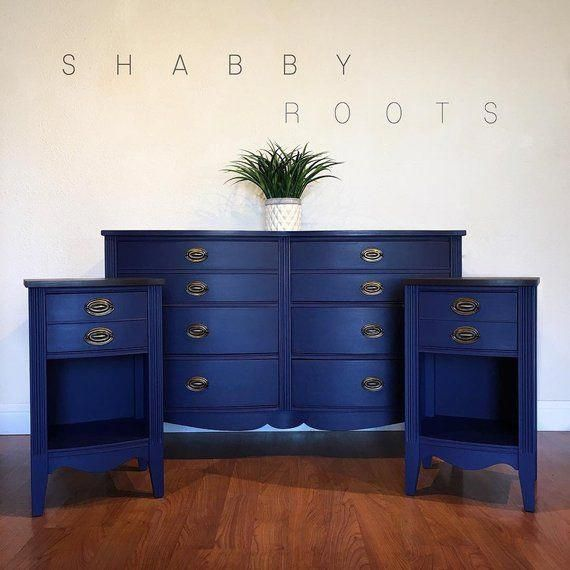 All The Colours Of The Dark Federale Verkocht Antieke Federale Slaapkamer Set In De Kleur Blauw De Commode En Twee Nachtkastje Blue Painted Furniture Painted Bedroom Furniture Wood Bedroom Sets