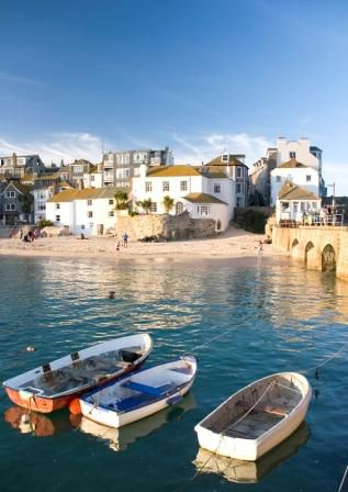 England - Cornwall - St. Ives. is a harbor town and resort, on the North Cornish Coast. The colourful Mediterranean atmosphere, maze of cobbled streets and jumble of fishermens cottages blend with an eclectic selection of shops, galleries and studios around the picturesque, working harbour.