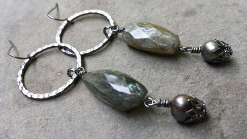 Labrodite Gunmetal Earrings by shinycatcreations http://ift.tt/EYMRO6 Free eBook at http://ift.tt/219cweU with easy jewelry making projects.  Labrodite Gunmetal Earrings by shinycatcreations ...