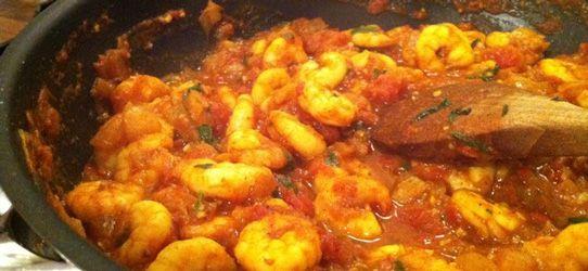 Γαρίδες με ντομάτα και ούζο