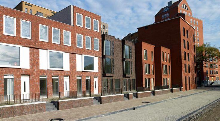 Herstructurering zorgt voor ruimte voor gezinnen binnen de ring. Woonwijk in hartje Rotterdam. Vormstenen en bolletjesstenen voor een afwisselend gevelbeeld.