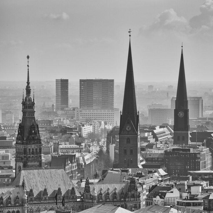 Hamburg Foto vom Hamburger Michel zur Hauptkirche St. Petri und dem Hamburger Rathaus | Bildschönes Hamburg