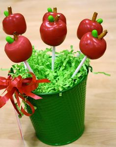 Apple Cake Pops Gift - These are amazing. Love. See also the link for Oreo apple pops. Dare I make these for teacher appreciation week?