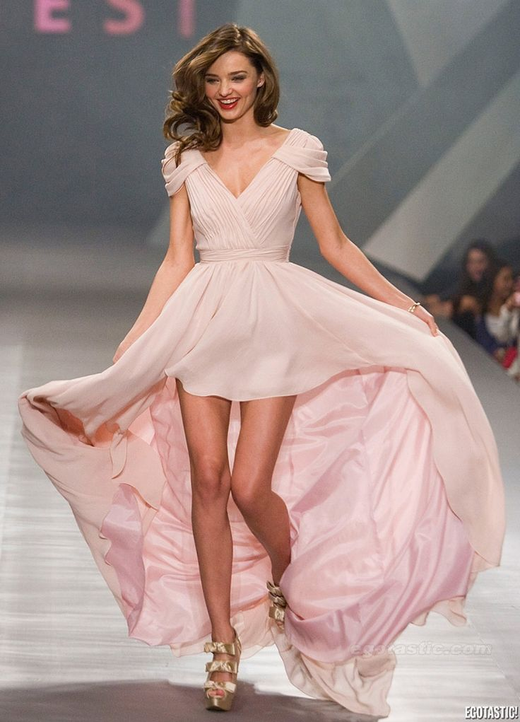 miranda kerr in perfect pink. omg and her shoes