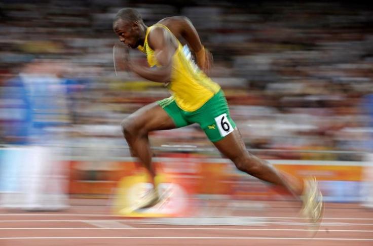 Ussain Bolt !!! Faster than the speed of light !!! Increible explosividad y acceleracion practicamente instantanea!