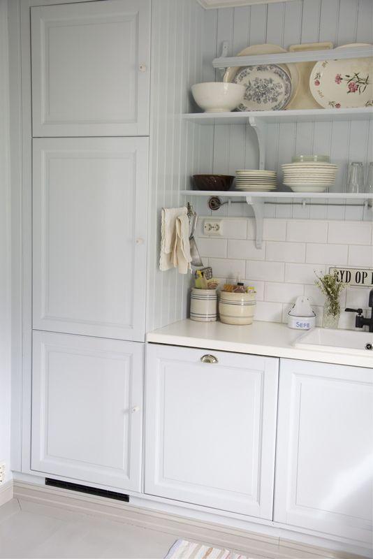 Oltre 25 fantastiche idee su piastrelle bianche su - Incollare piastrelle su piastrelle bagno ...