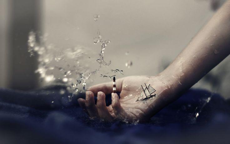3d обои Женская рука в водяных брызгах с маяком на пальце и парусной лодкой  сюрреализм # 82179