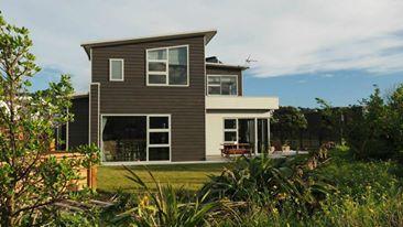 David Reid Homes 2014 Bronze Award Winning Beachfront Home | Exterior Weatherboard + Plaster Render