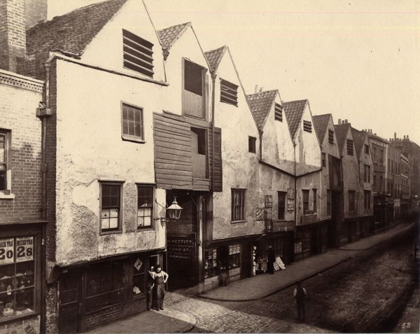 Bermondsey St in a photo by Henry Dixon for the Society for Photographing Relics of Old London, after 1875