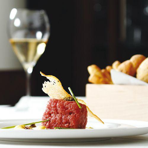 """""""Battuta di Fassona piemontese, maionese alla patate"""" dello chef Massimiliano Poggi della Trattoria Il Sole di Trebbo (BO)  #lamadia #lamadiatravelfood #food"""