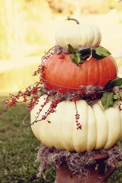 PlaceOfMyTaste: 15 FALL DECOR IDEAS - nice ideas and I love the pumpkins stacked and styled in the urn!: PlaceOfMyTaste: 15 FALL DECOR IDEAS - nice ideas and I love the pumpkins stacked and styled in the urn!