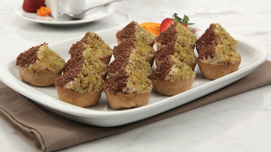 Cannoli Tartlets.  These look like a PERFECT holiday treat.  easy to bring with you to parties and get togethers.