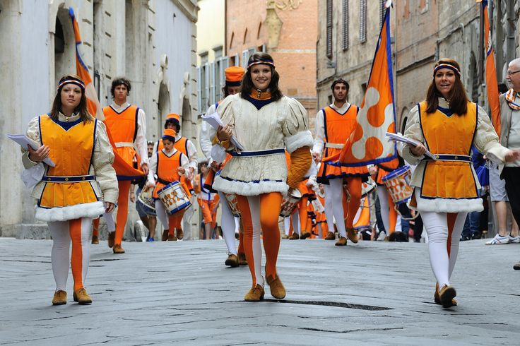 """""""Cittine"""" - Contrada del Leocorno, Festa Titolare 2013 - Foto di Riccardo Granaroli su Flickr - https://www.flickr.com/photos/totoro_88/9134095106/ - #Siena #PalioDiSiena #ContradaDelLeocorno"""