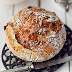 Chleb z grubą i chrupiącą skórką z garnka