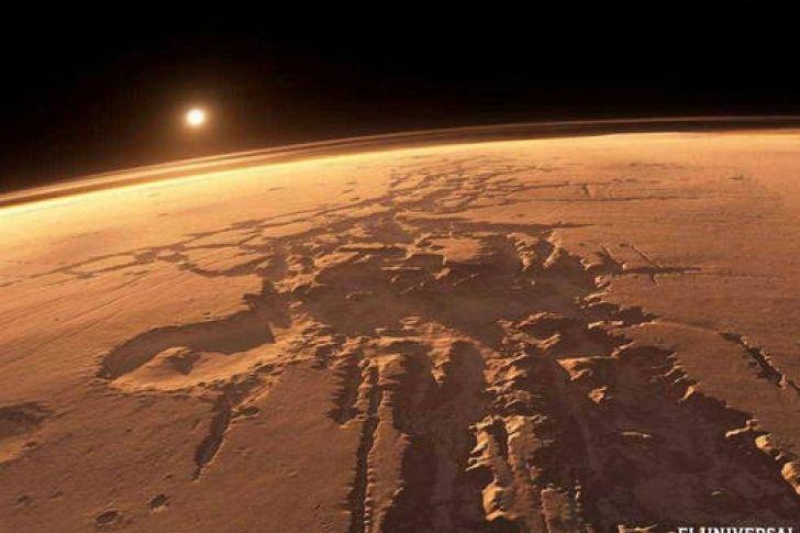 <p>La imagen tomada desde una misión del 'rover' Opportunity de un supuesto 'ovni' ha causado gran repercusión entre usuarios de Reddit.</p> <p>El usuario de Reddit 'Daxanater' ha provocado una curiosa discusión en la web al publicar una foto de archivo de una misión marciana del 'rover' de la NASA Opportunity, que fue tomada en 2004. El autor de la publicación consultó a los usuarios si creían que el misterioso objeto era en realidad un ovni, y ce