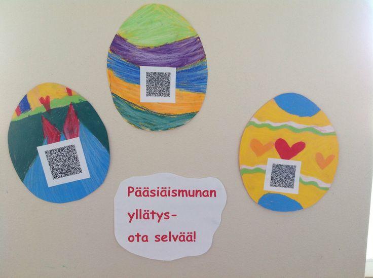 Pääsiäismunassa qr-koodi! Koodi kätkee sisäänsä lasten kirjoittaman pääsiäistarinan.Tarinasta selviää, mistä muna löytyi, ketkä sen löysivät, mihin se kuljetettiin ja mitä/mikä siitä kuoriutui. Pääsiäisviikolla muut luokat saavat kutsun ratkomaan padien avulla pääsiäismunien arvoituksia.