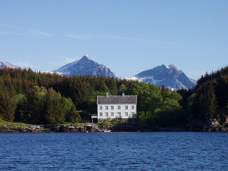 Lovoya, Helgeland, Norway (by Knut)