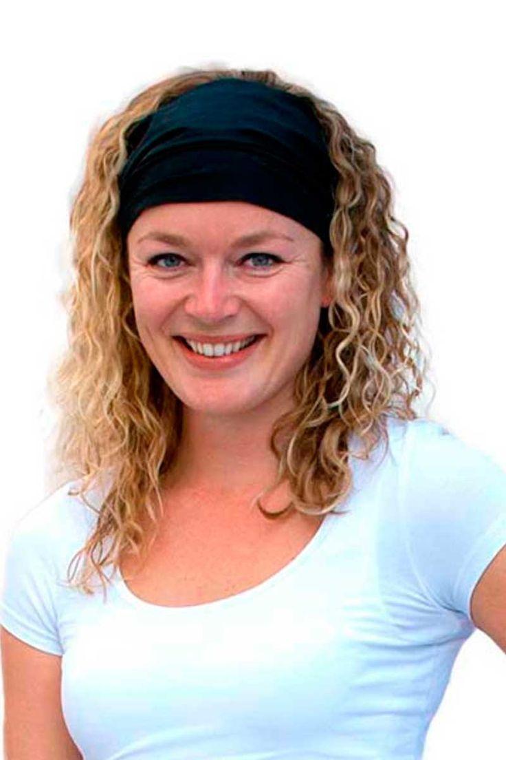 Nuestra diadema de la firma holandesa Chaud Devant, es de color negro y es Stretch, haciéndola cómoda, funcional y polivalente. Se trata de una pieza original y de diseño poco usual. Chaud Devant es una firma holandesa de gama alta con lo cual seguro que aciertas si buscas algo diferente. #masuniformes #diadema #negra #mujer