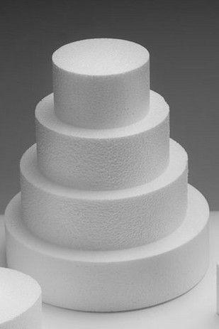 Le torte possono essere creazioni molto particolari ed eleganti, che per essere valorizzate al meglio hanno bisogno di una presentazione adeguata.