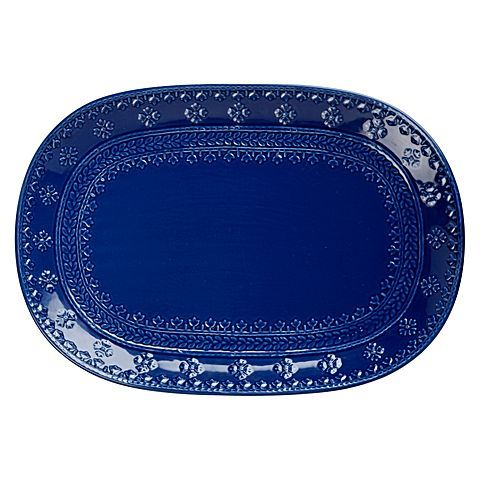 Instil an art deco sensation in your tableware style with the embossed Ponto Rectangular Platter, 45cm from Maxwell & Williams.