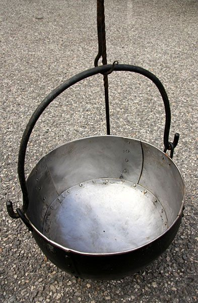 Cauldrons 10 litre  Hand-beaten from individual steel plates which are then riveted together then welded to make them waterproof. The handle is made from solid steel bar. US$217.14