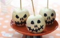 Célébrez Halloween  avec nos 10 recettes originales et effrayantes. Saucisses momies, pommes de mort, cupcakes fantôme...les enfants et les adultes vont adorer.
