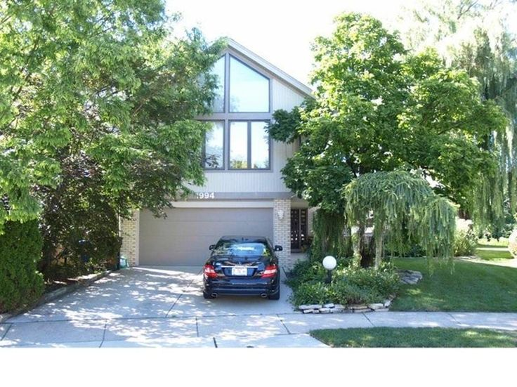 House in Des Plaines, United States. My place is close to ORD, Des Plaines - Chicago Metra Station, Rivers Casino, Muvico, Rosemont Theatre, Allstate Arena, Fashion Outlets of Chicago, Adrenaline Indoor Skydiving. My place is good for couples, solo adventurers, business travelers, fa... - Get $25 credit with Airbnb if you sign up with this link http://www.airbnb.com/c/groberts22