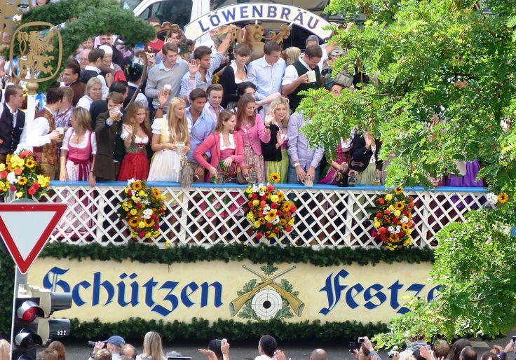 #Oktoberfest #Beerfestival #munich #germany #bavaria  20.09. - 05.10.2014 check your room https://www.munich-accommodation.com/