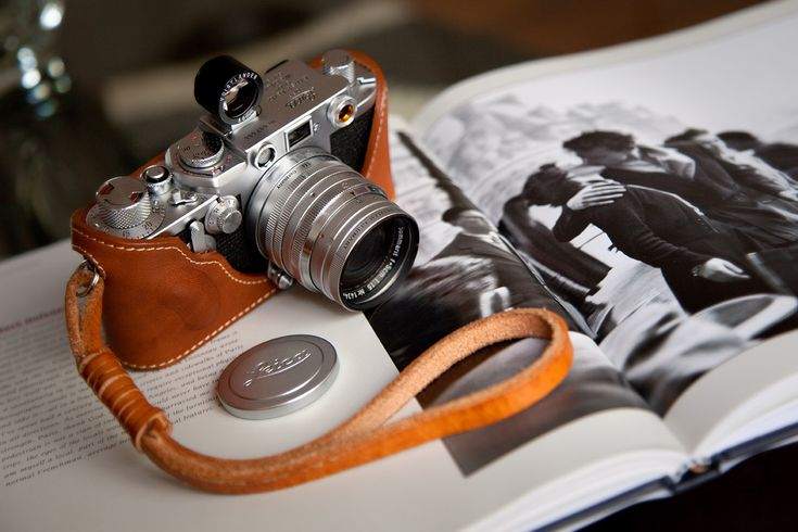 : Vintage Camera, The Kiss, Vintage Wardrobe, Book, Leather Camera, St. Rangefind, Camera Photography, Rangefind Vintage, Leica Iiif