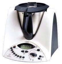 Béchamel allégée au thermomix Béchamel allégée au thermomix  Pour 4 personnes:  40g de maïzena (50g si vous souhaitez une béchamel plus épaisse)  150ml + 300ml lait  1 pincée de muscade Sel , poivre  Mettre dans le bol 40 g de Maïzena , et 150ml de lait .  Chauffer et mélanger à 50°C, 2 min 30 vitesse 3_4.  A la sonnerie ajouter le lait restant, le sel, le poivre et la muscade.  Chauffer à 90°C, 6 minutes, vitesse 4.