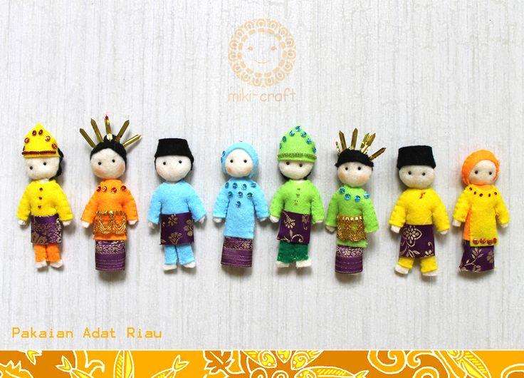 Riau traditional costumes, Baju Kurung Riau Melayu tradition and culture. -nov 14- http://miki-craft.blogspot.com/
