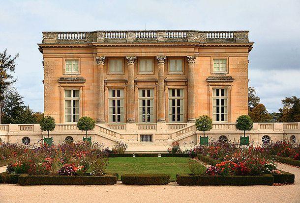 Франция – появление и внедрение различных стилей: от вычурной роскоши Людовика XVI до лаконичной элегантности наших дней