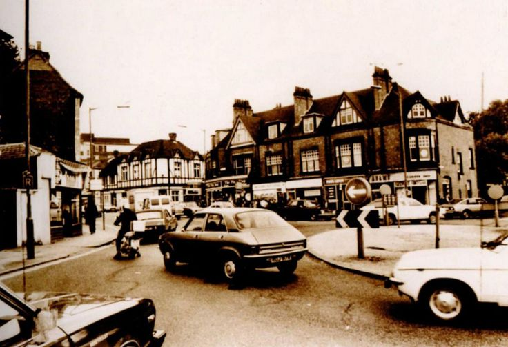 Looking down the High Street from Lordswood Road the King's Arms can be seen along with the Duke of York island. Picture from Harborne Through Time.