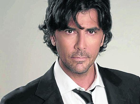 Juan Darthés (São Paulo, 28 de octubre de 1964) es un conocido actor y cantante de tangos argentino nacido en Brasil. Entre sus participaciones más destacadas en televisión se encuentran las tiras  Gasoleros, 099 Central, Soy Gitano, Culpable de este amor, Se dice amor, Patito feo, Dulce amor y Camino al amor ---------------------------- Fri-25-sep-2015-15:40-ks-15º
