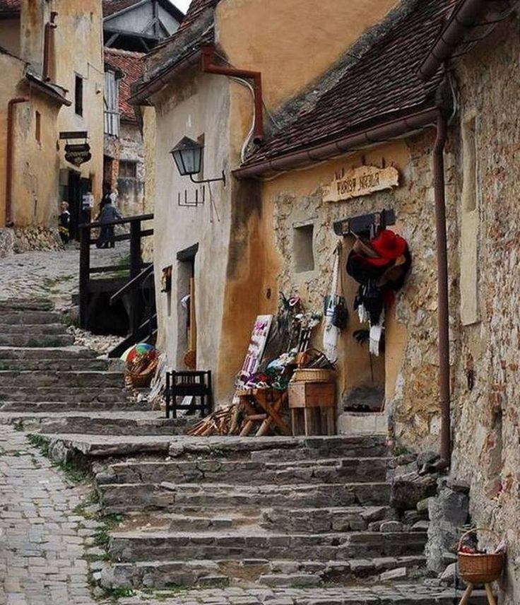 #Rasnov Fortress - Brasov County - Romania - la Romania - Carpathian Garden.  #cetatearasnov