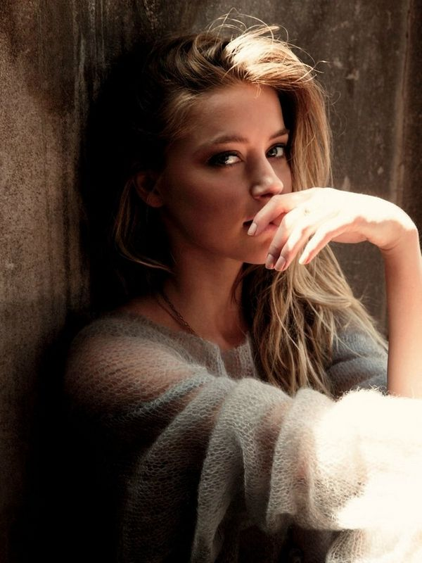 Perfect autumn look. Sweater Weather. Amber Heard Style cozy jumper romantic