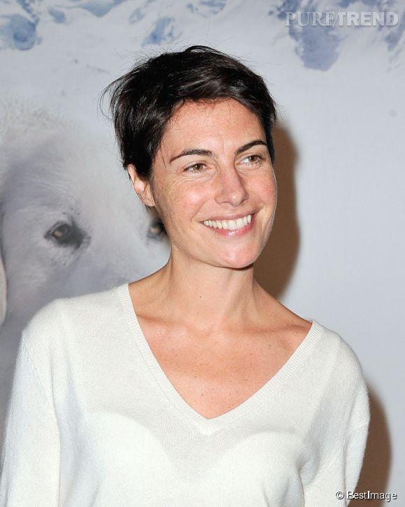 """Alessandra Sublet ose les photocalls en posant sans maquillage. Ici en 2013 pour la projection du film """"Belle et Sébastien"""", elle était éclatante de naturel."""