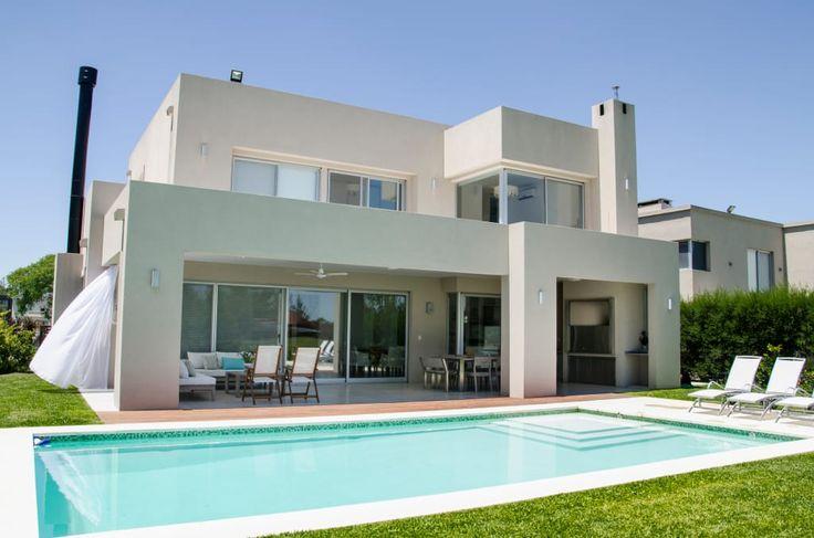 Mirá imágenes de diseños de Casas estilo moderno: FACHADA CONTRAFRENTE. Encontrá las mejores fotos para inspirarte y creá tu hogar perfecto.